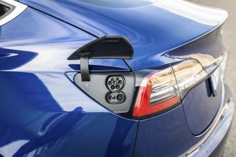 135 ezer autót hív vissza a Tesla