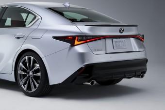 Negyedórányi mozgófilmen a régi-új Lexus IS