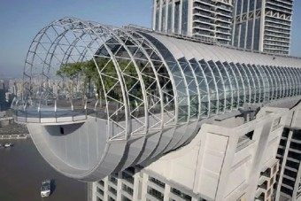 Megnyílt a világ első vízszintes felhőkarcolója