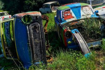 Ilyen közelről egy magyar Trabant-temető