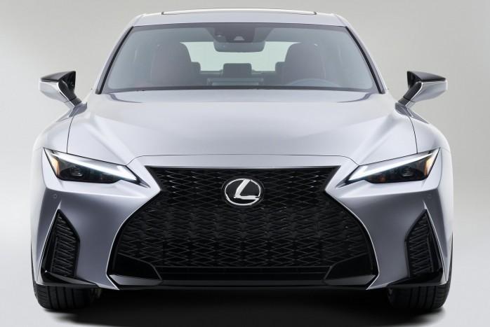 Ugyanaz, mégis jobb a megújult Lexus IS 5