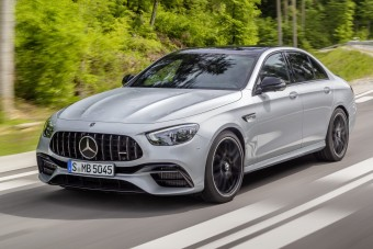Megújult a Mercedes nagy sportszedánja (és -kombija)