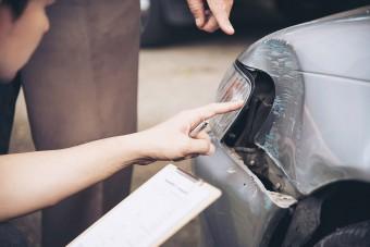 Ezt kell tenni, ha megsérült a parkoló autó