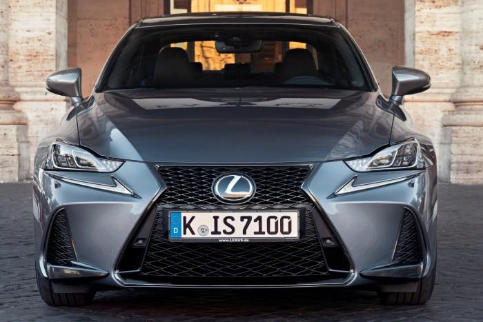 Ugyanaz, mégis jobb a megújult Lexus IS 4
