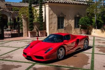 Ez nemcsak egy Ferrari Enzo, hanem egy 800 milliós netes vásárlás