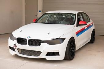 Versenyre kész ez a kicsövezett BMW 328i