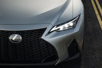 Ugyanaz, mégis jobb a megújult Lexus IS