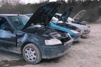 Három autó víz és olaj nélkül padlógázon, melyik bírja tovább?