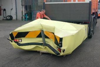 Videón látszik, ahogy fékezés nélkül hajt közutas járműnek egy autós az M0-son
