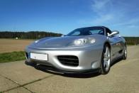 Itt egy olcsó Ferrari, amit úgy kell berántani, mint a fűnyírót 2