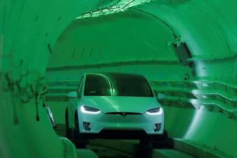 200-zal száguldana a föld alatt a Tesla reptéri busza