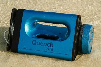 Ezzel a kis kütyüvel édesvizet facsarhatunk a tengerből, de van egy kis bökkenő