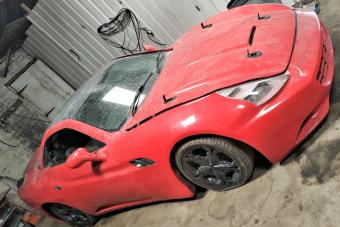 Ezért a Ferrarivá puffasztott Mercedesért tényleg kár volt