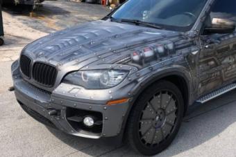 Ez a BMW X6 akkor lesz igazán furcsa, amikor kinyitják az ajtajait