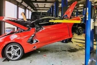 Szervizben törték össze az új Corvette-et, a tulajdonos nagyon morcos lett