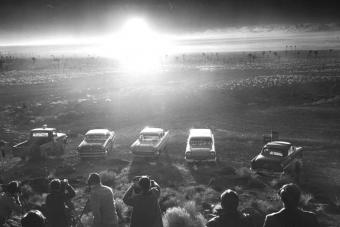 Atomvillanások fényénél táncoltak a turisták Las Vegasban