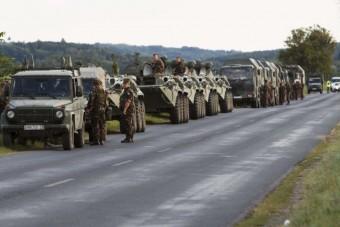 Katonai járművek lepik el a magyar utakat