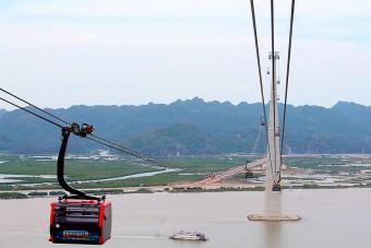 Gyönyörű helyek felett vezet a rekorder kötélpálya