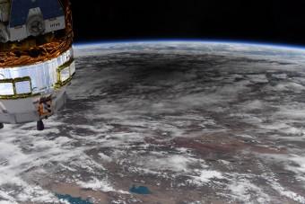 Így néz ki a Föld az űrből napfogyatkozás közben