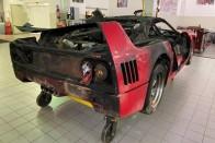 Fájó szívvel nézzük az árokba rakott F40-es Ferrarit 1