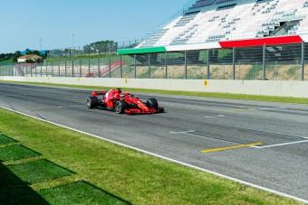 F1: Videón a Ferrari és a Red Bull tesztje