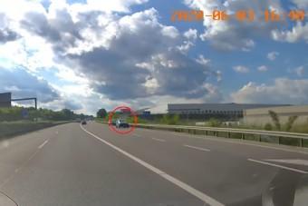Forgalommal szemben hajtott fel két autós az M1-esre