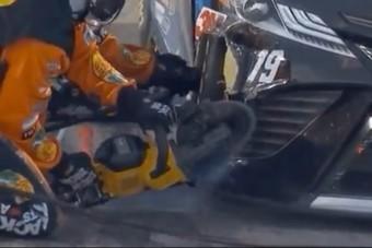 Körfűrésszel javították meg a NASCAR-autót verseny közben