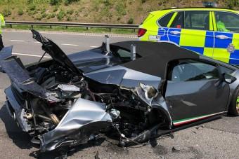 20 perc után törték össze a frissen átvett Lamborghinit