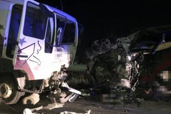 Nem cserélte le a kopott gumit a teherautóján, halálos baleset lett belőle