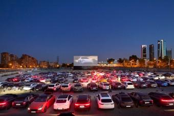 Ebben a Porsche autósmoziban a parkoló látványosabb volt, mint a film