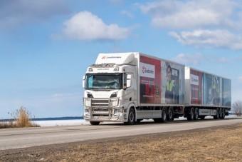 Párját ritkítja ez a 31 méter hosszú kamion