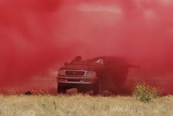 Ez a tűzoltók legdurvább fegyvere az autók ellen