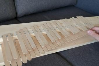 A nap hangszere a jégkrémpálcikákból készült zongora