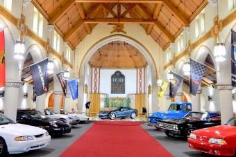 Templomból csináltak garázst az autóbolondoknak Amerikában