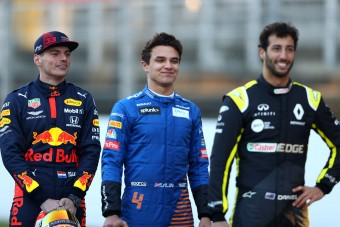 F1: Verstappen súg a McLaren-ifjoncnak