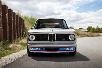 Az első turbós BMW a 2002 Turbo