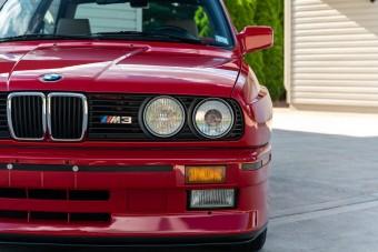 Kifogástalan állapotban árulják ezt a 32 éves BMW-t