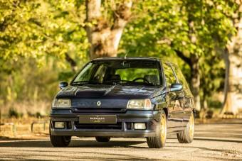 Ínyenceknek való az arany felniken feszítő Renault Clio Williams