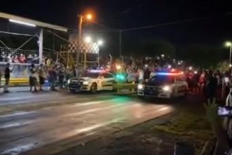 Rendőrautókkal indultak a gyorsulási versenyen