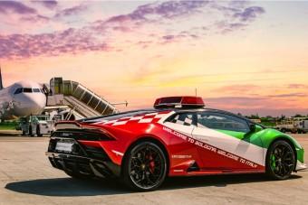 Olasz trikolórban szaladgál a reptéri Lamborghini