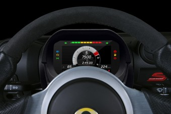 Több mint 4000 versenypályát tud a Lotus digitális műszeregysége