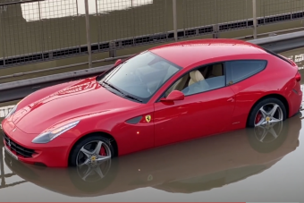 Vízbe hajtott a Ferrarival, ez nem lesz olcsó mulatság