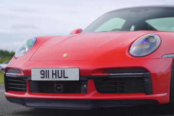 Benzines csúcs Porsche az elektromos ellen, ki nyer?