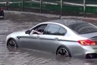 A hét videóján egy bajba került BMW-s végső elkeseredése