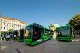 Átadták Pécs vadiúj elektromos buszait