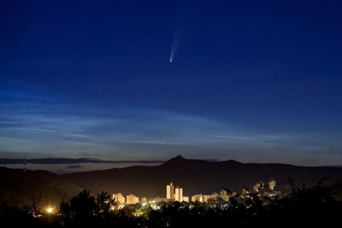 Szabad szemmel is látszik a Nap körül keringő üstökös