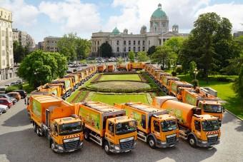 Vízszállító teherautók, amelyek télen havat is kotorhatnak