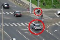 Rendőr előtt hajtott át a piroson az eszement autós 1