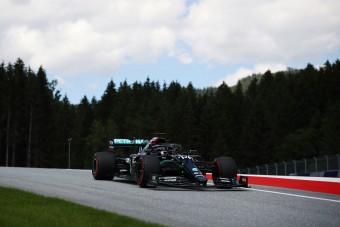 F1: Nem árt a Mercedesnek a fekete festés