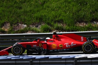 F1: Egy kör után Ferrari-kudarc, Leclerc bocsánatot kért